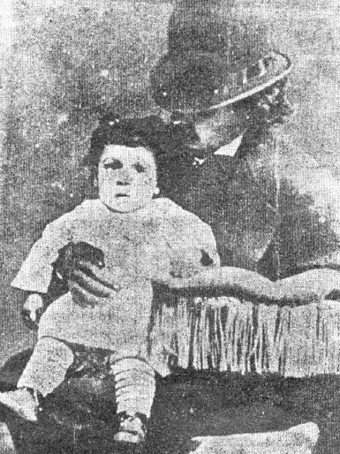 Carlos Gomes com o filho Andre no colo, em 1874.